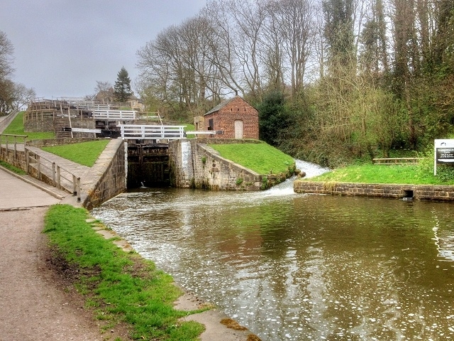 picture showing the staircase locks at bingley which is 5 locks opening into the next lock